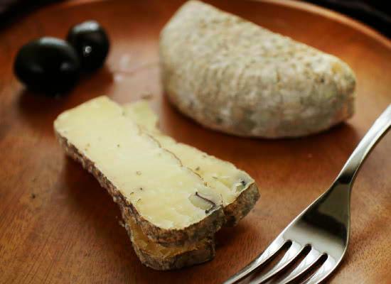 ★アレオス熟成『ロビオラ・ダルバ・オ・トリュフ』はこんなチーズ