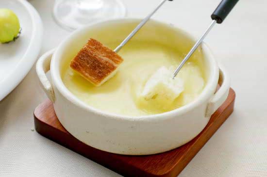 『フロマルプ チーズフォンデュ』