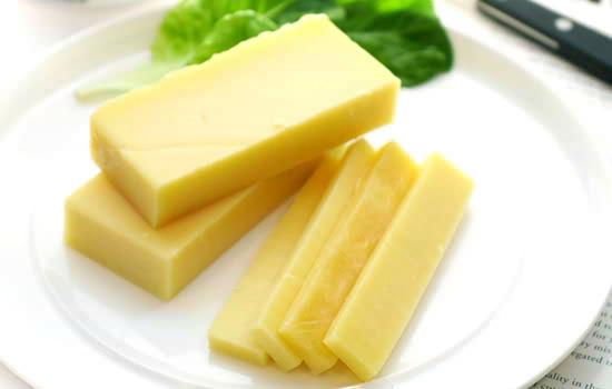 フォンデュ用チーズとしても有名『グリュイエール』(約150g)