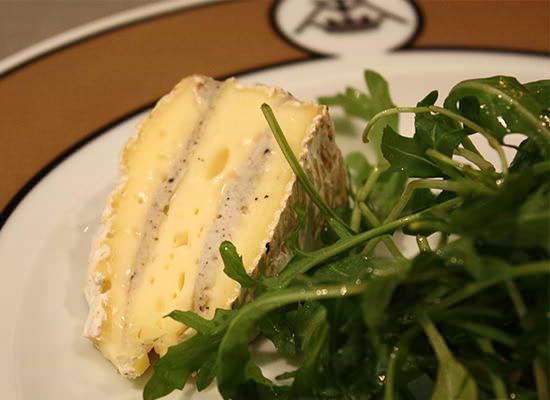 「世界最高峰のチーズ熟成士たちが作り出す、世界最高峰の熟成チーズの奥深い味わいを、日本の皆さまにも存分に味わっていただきたい。」