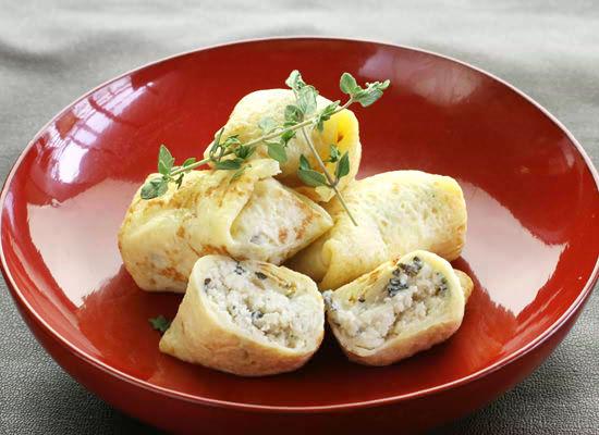 ストラッキーノチーズとポルチーニ、クルミのクレスベッレ(クレープ包み)<NEW>